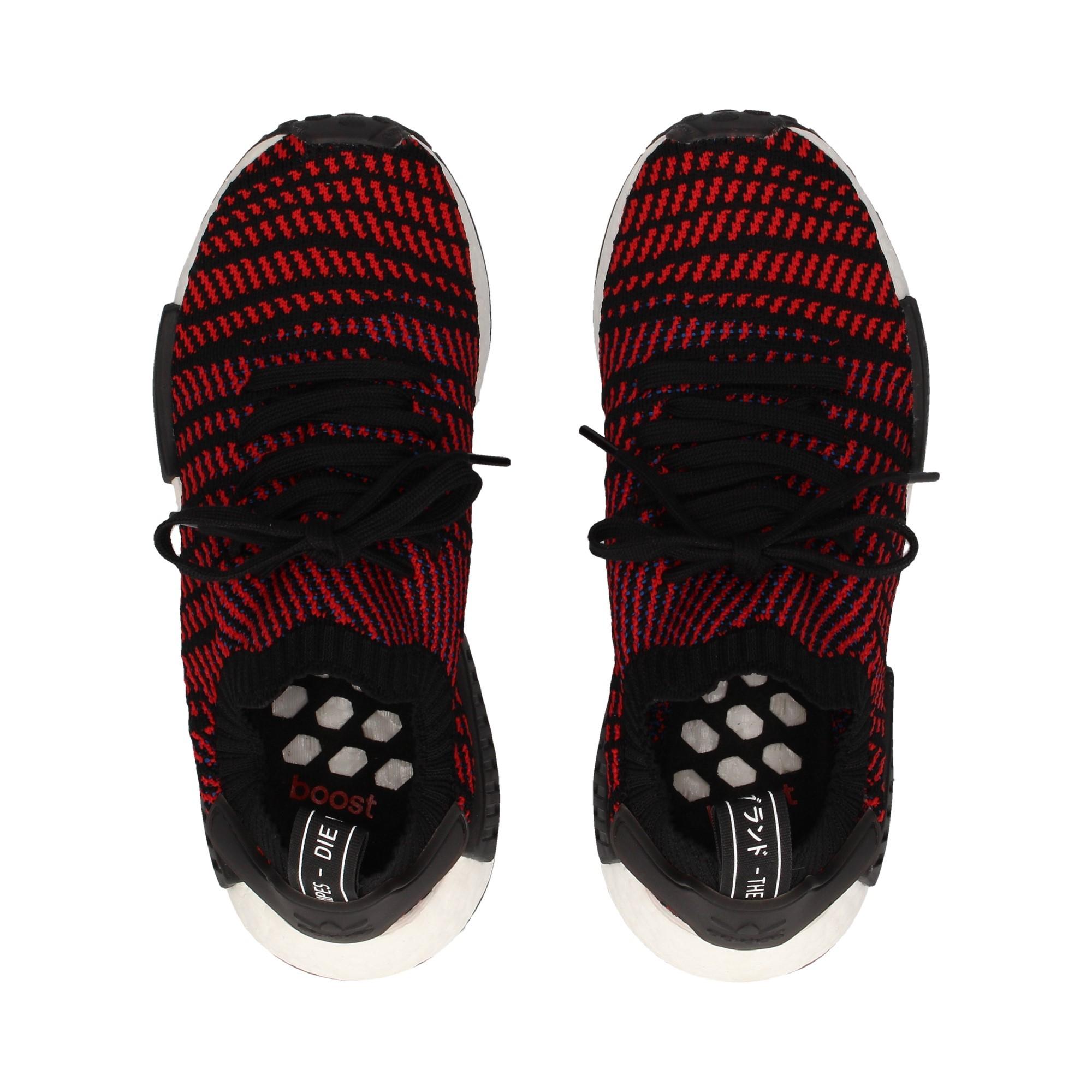 deportivo-calcetin-negro-rojo