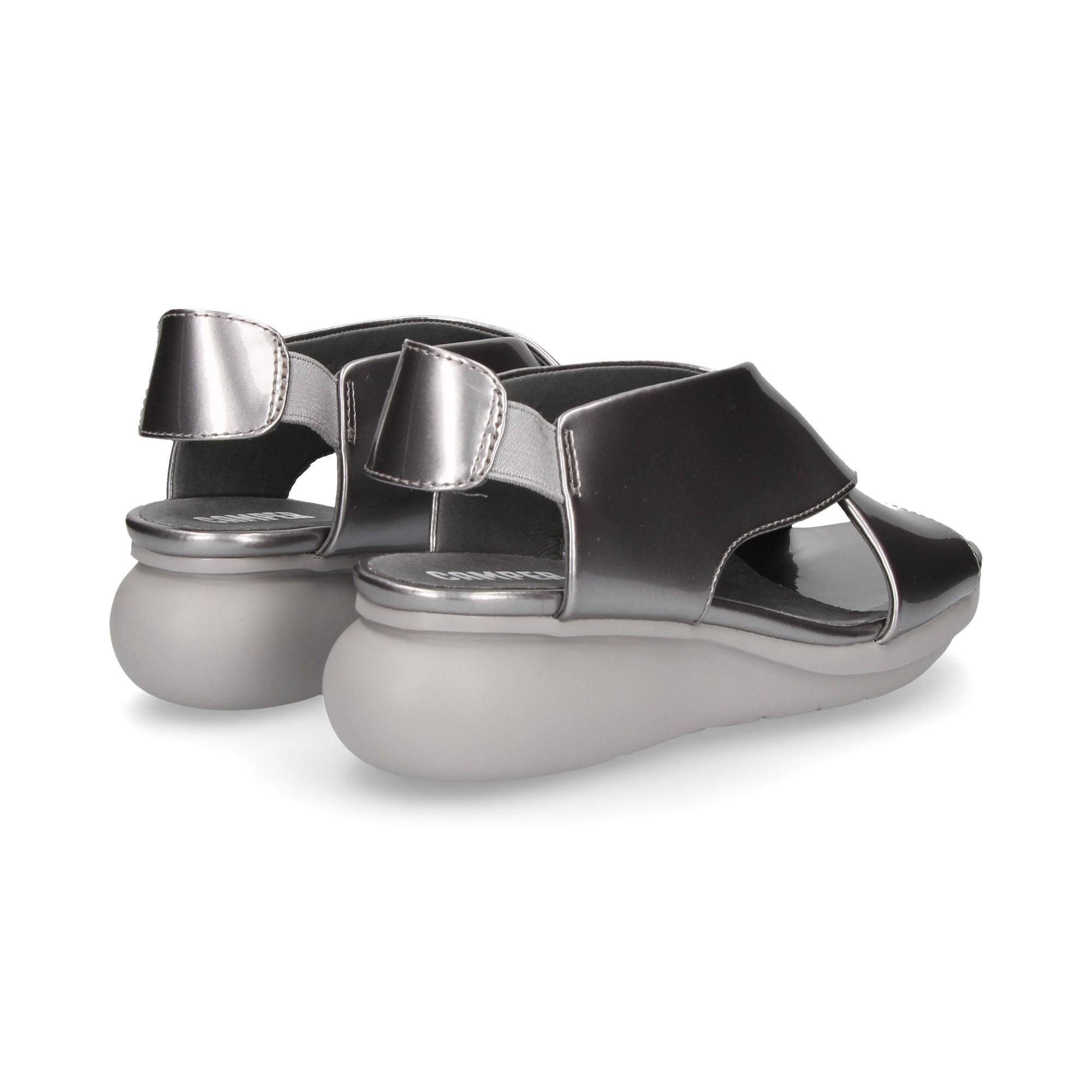 sandalia-cruzada-metalizada-gris