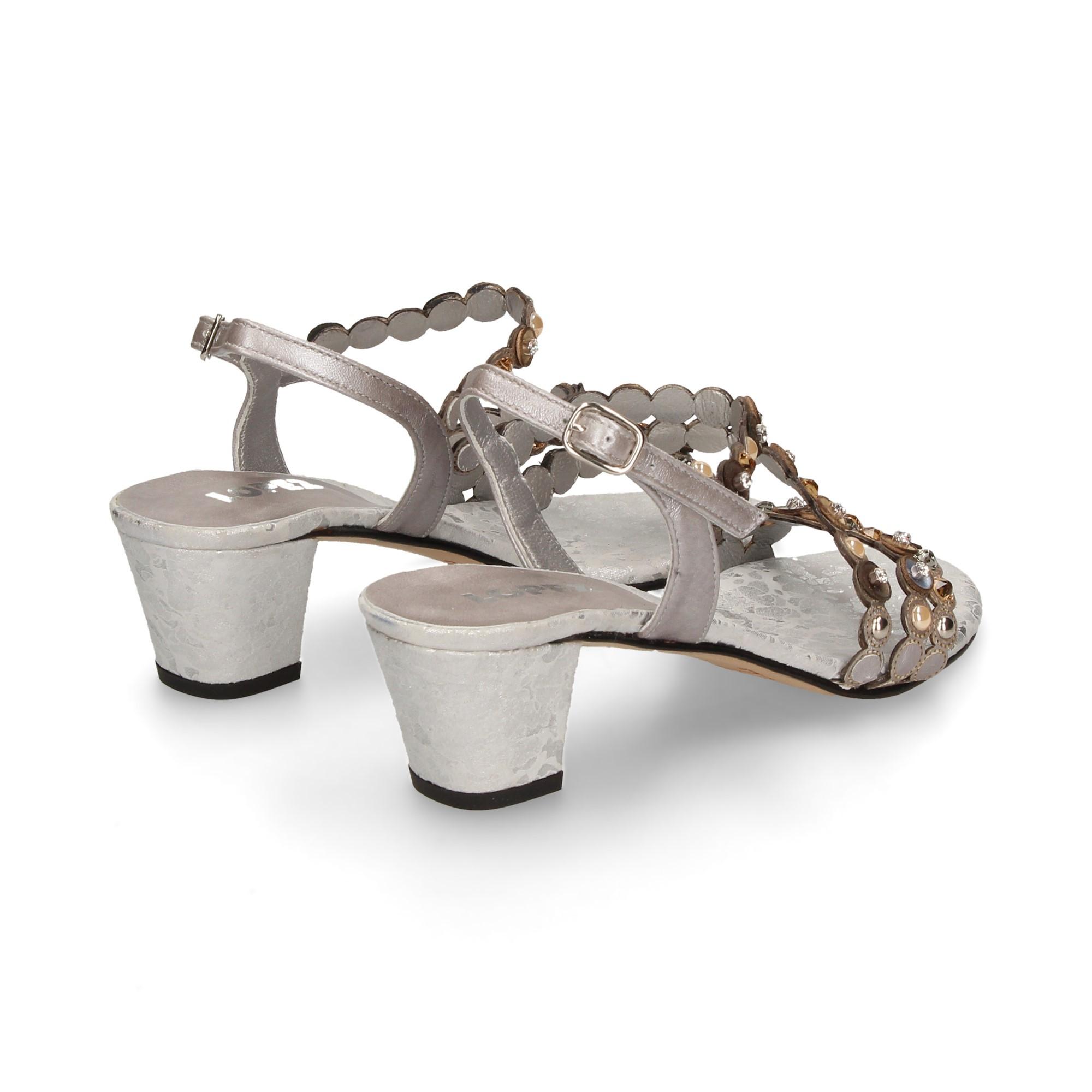 sandalia-tira-empeine-circulitos-plata