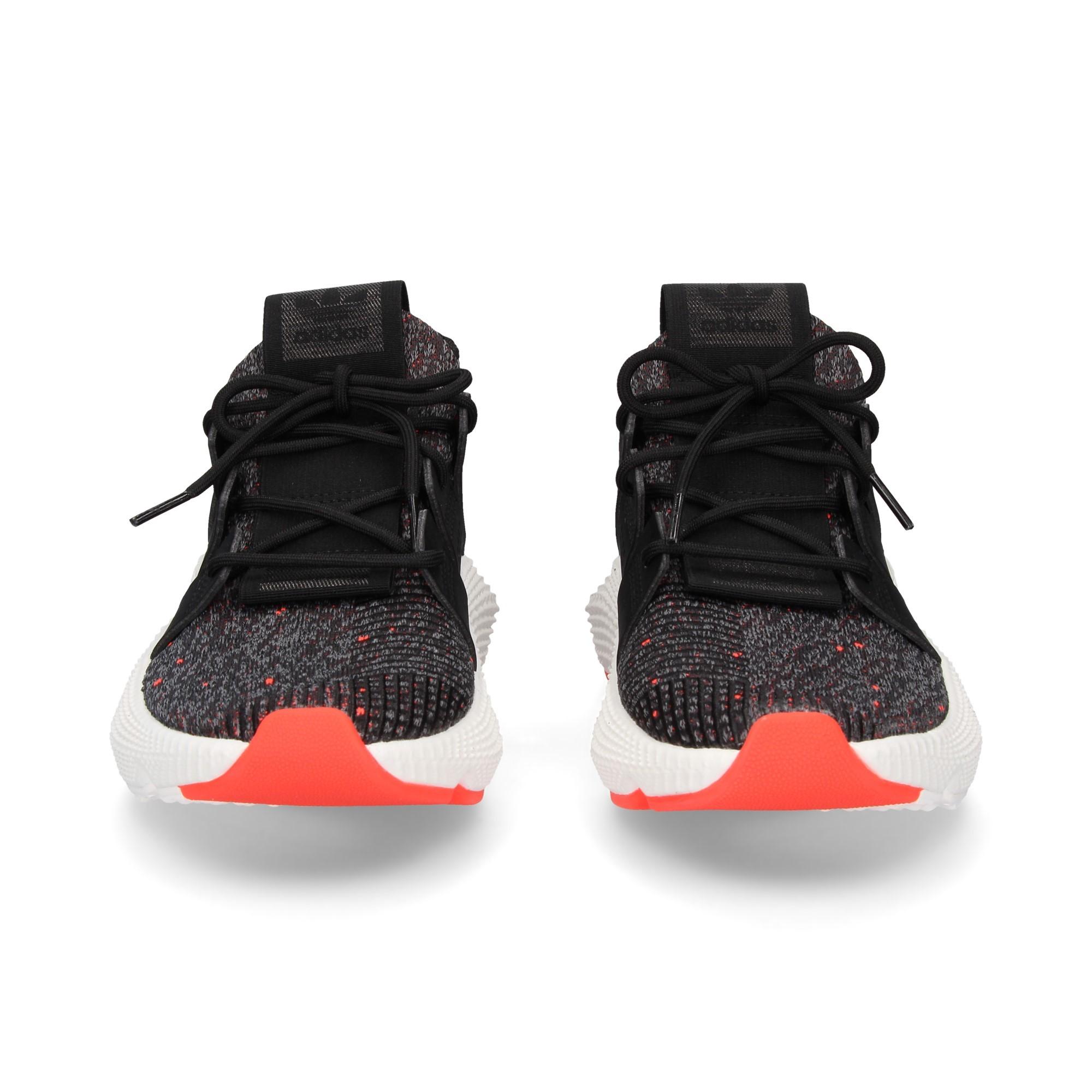 deportivo-negro-rayas-naranja
