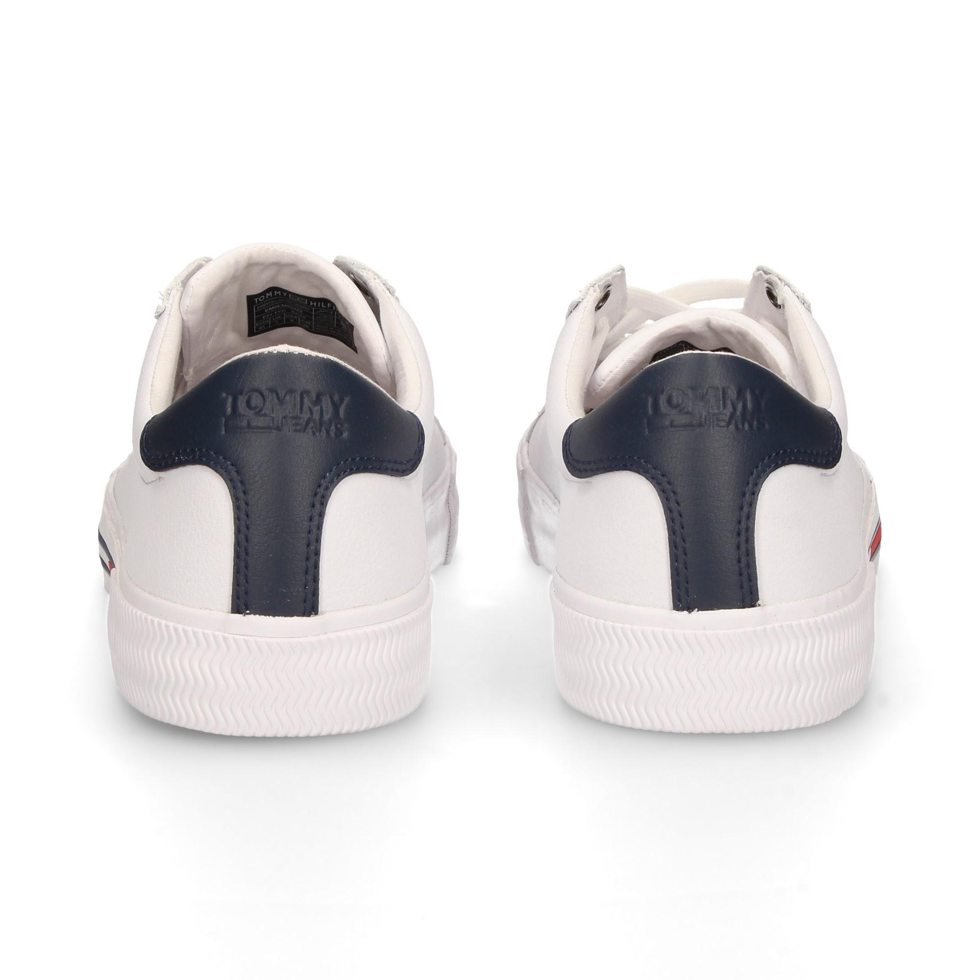 couro-branco-de-salto-azul-esportivo