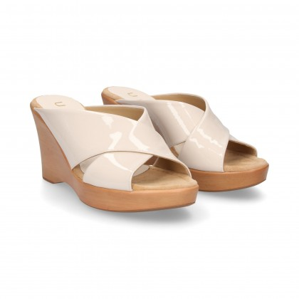 WHITE PATENT LEATHER CROSS PADDLE WEDGE