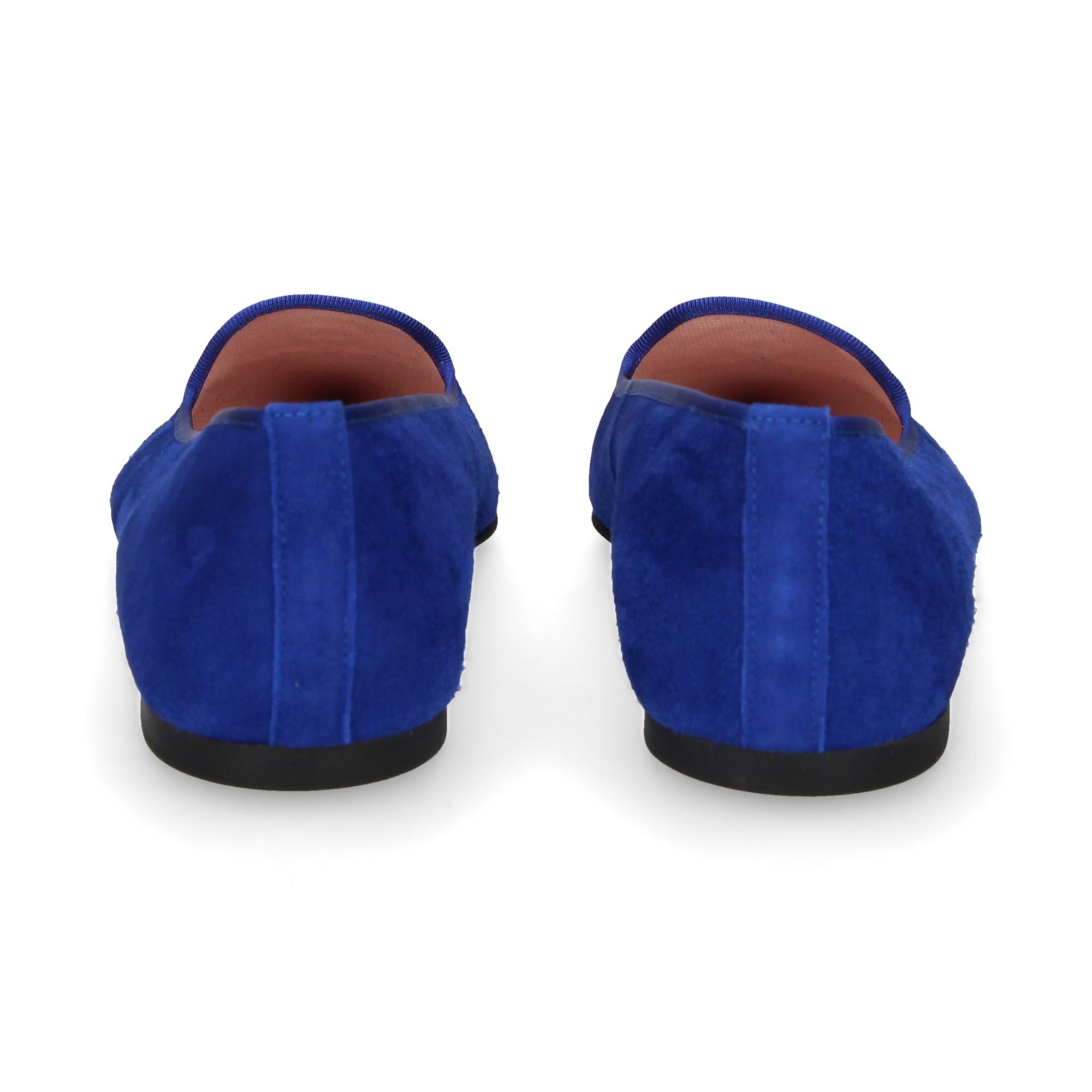 bailarina-punta-ancla-ante-azul