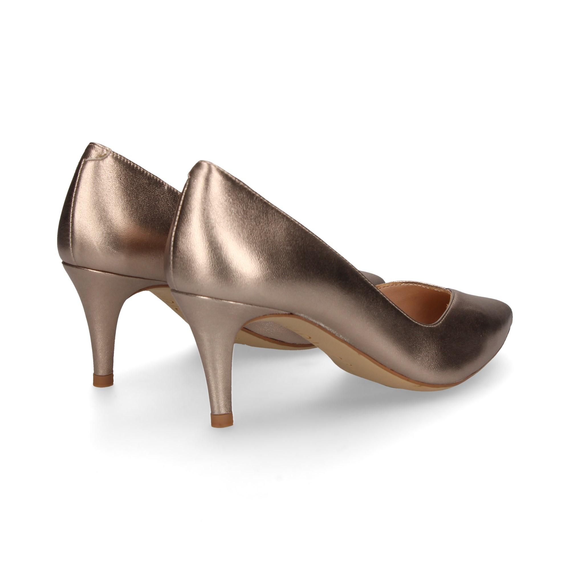salon-escote-metalizado-oro