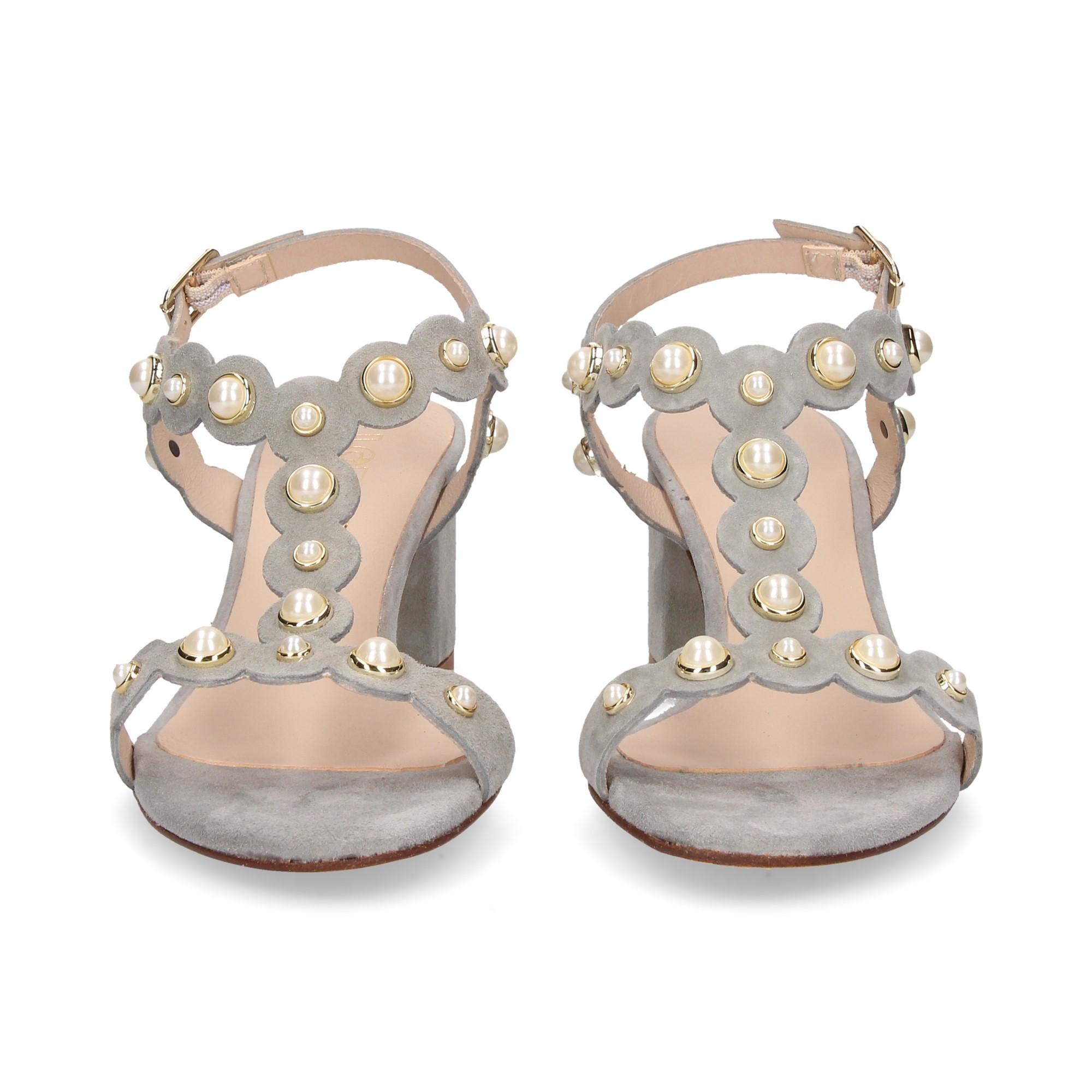 carmelita-bebe-perlas-ante-gris