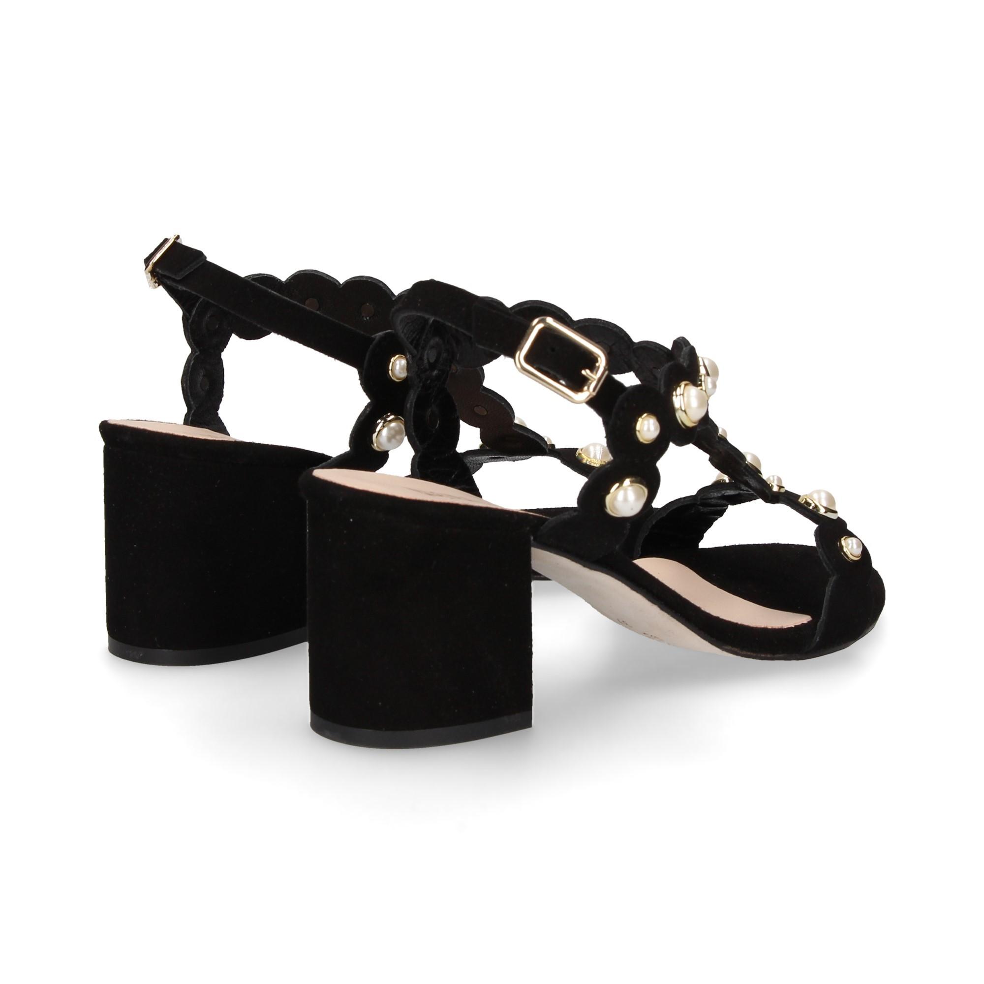 carmelita-bebe-perlas-ante-negro