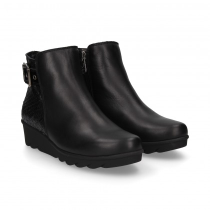 BLACK LEATHER REPTILE BUCKLE WEDGE BOOT