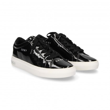 SPORTY CHORD. BLACK PATENT LEATHER LOGO