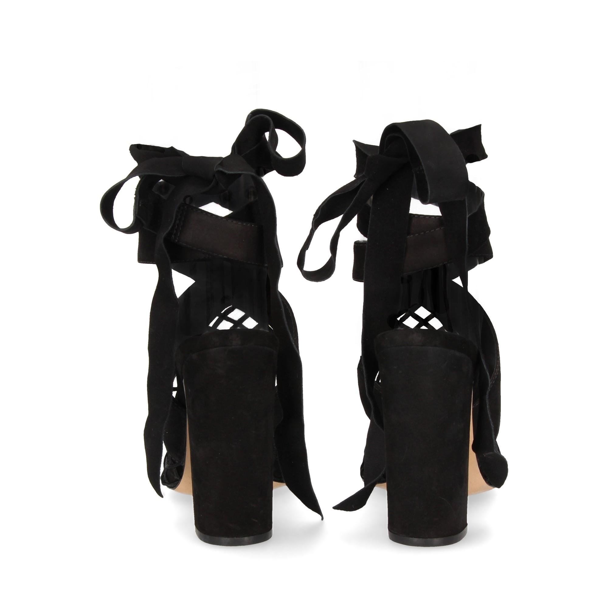 sandalia-enrejado-atado-ante-negro