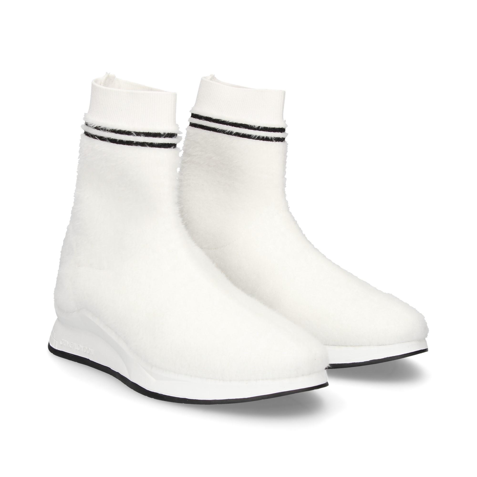 botin-deportivo-calcetin-pelo-blanco