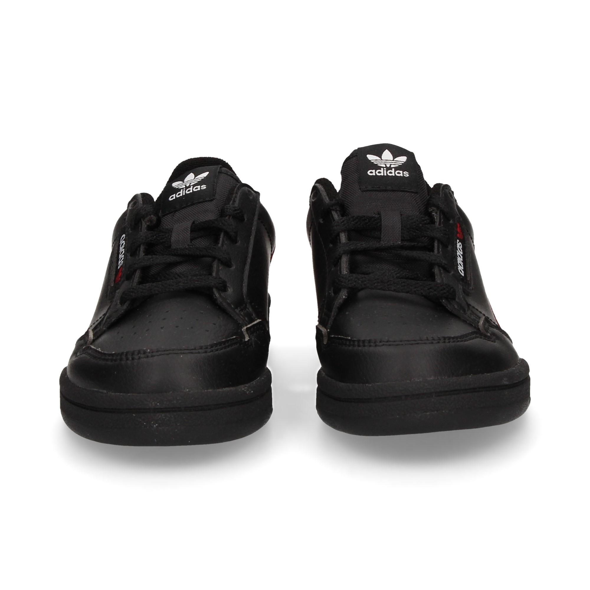 zapatilla-acordonada-negro