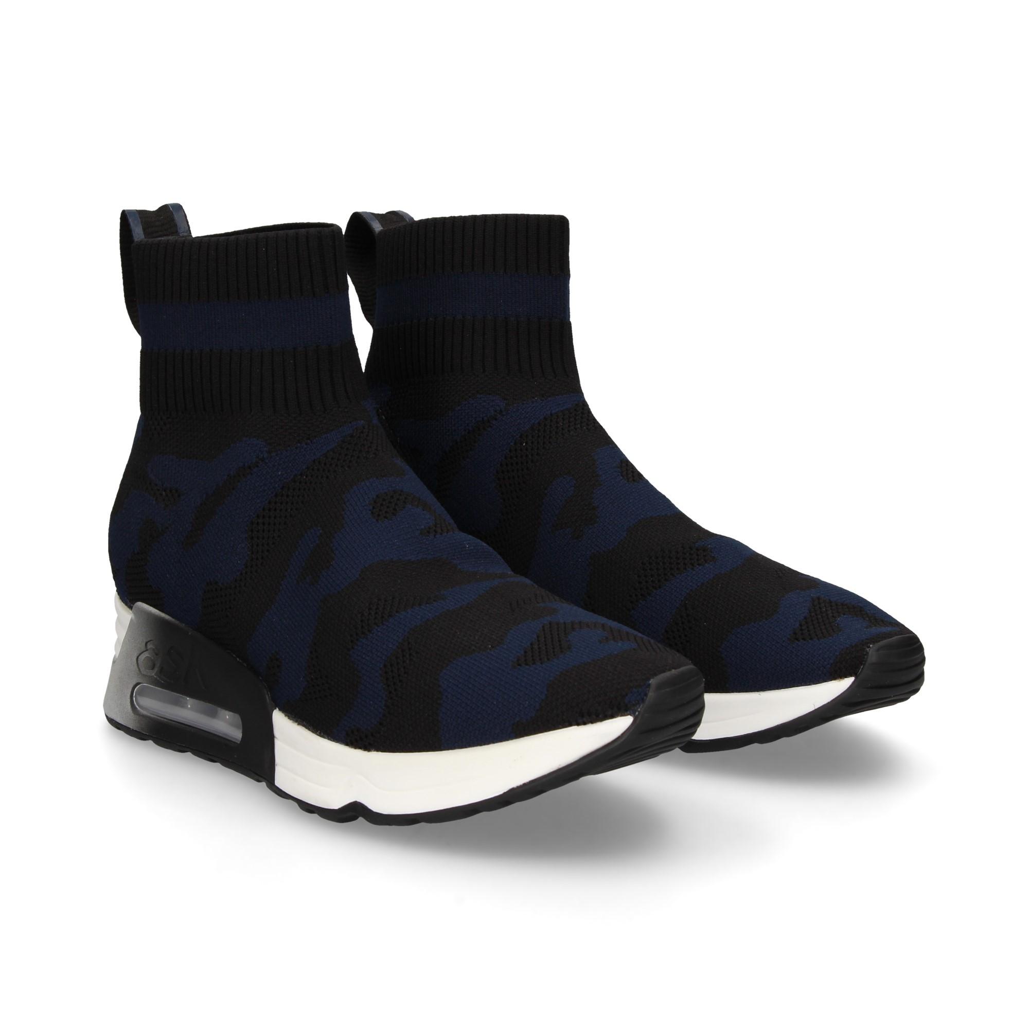 botin-deportivo-calcetin-camuf-negro-mar