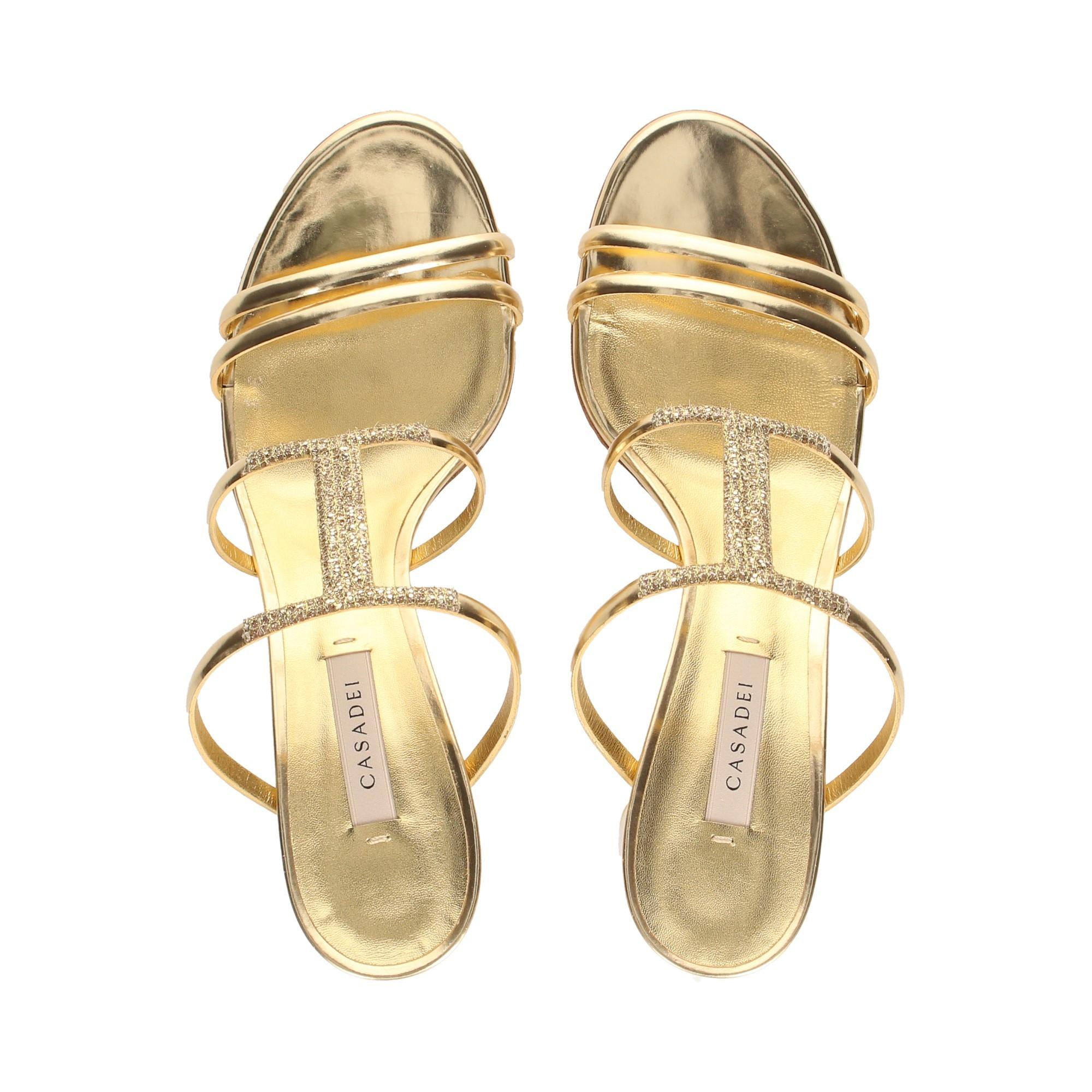 sandalia-tacon-tiras-laminao-glitter-oro