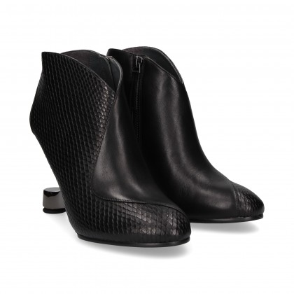 BLACK LEATHER METALLIC HEEL BOOT
