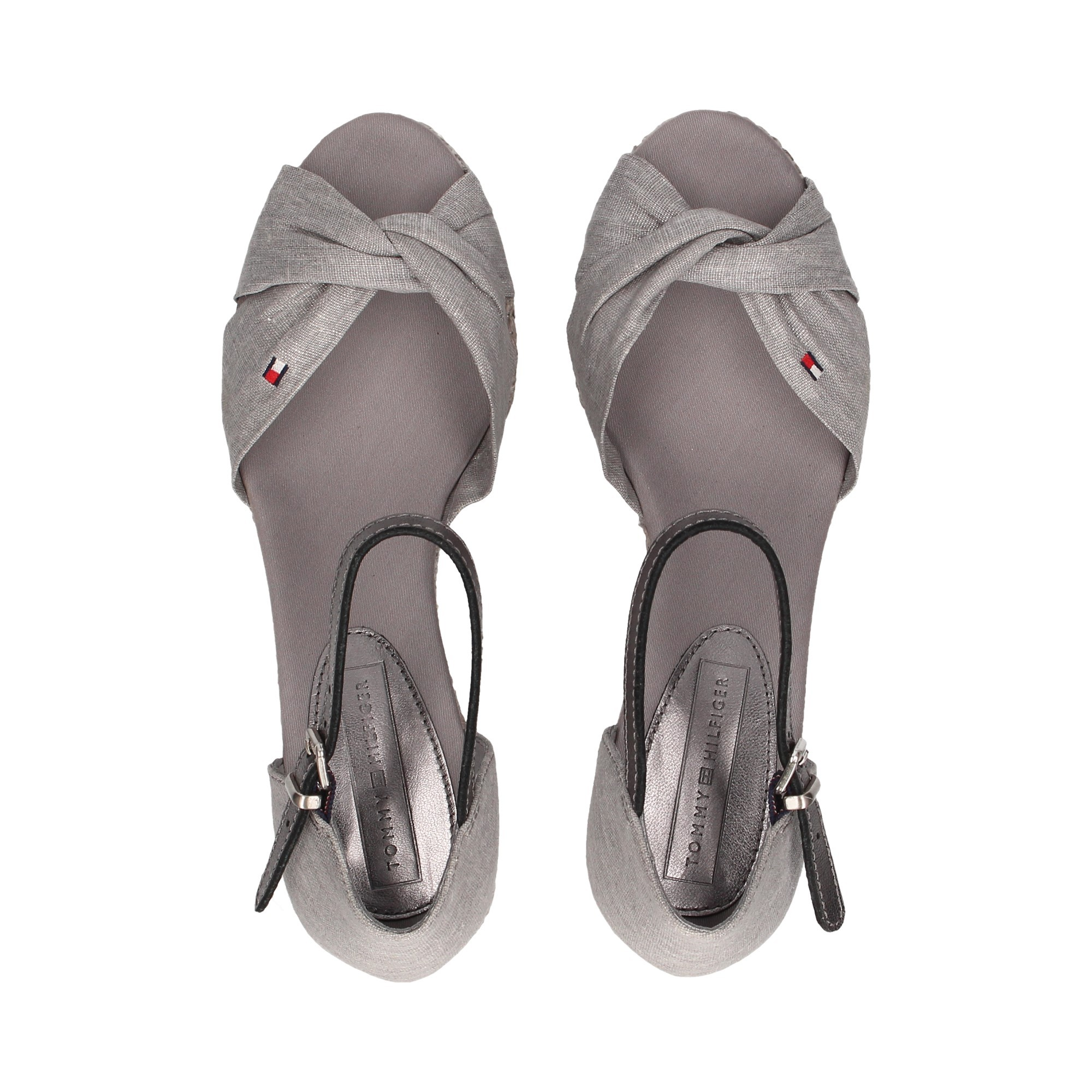 sandalia-cinzenta-do-no-de-materia-textil