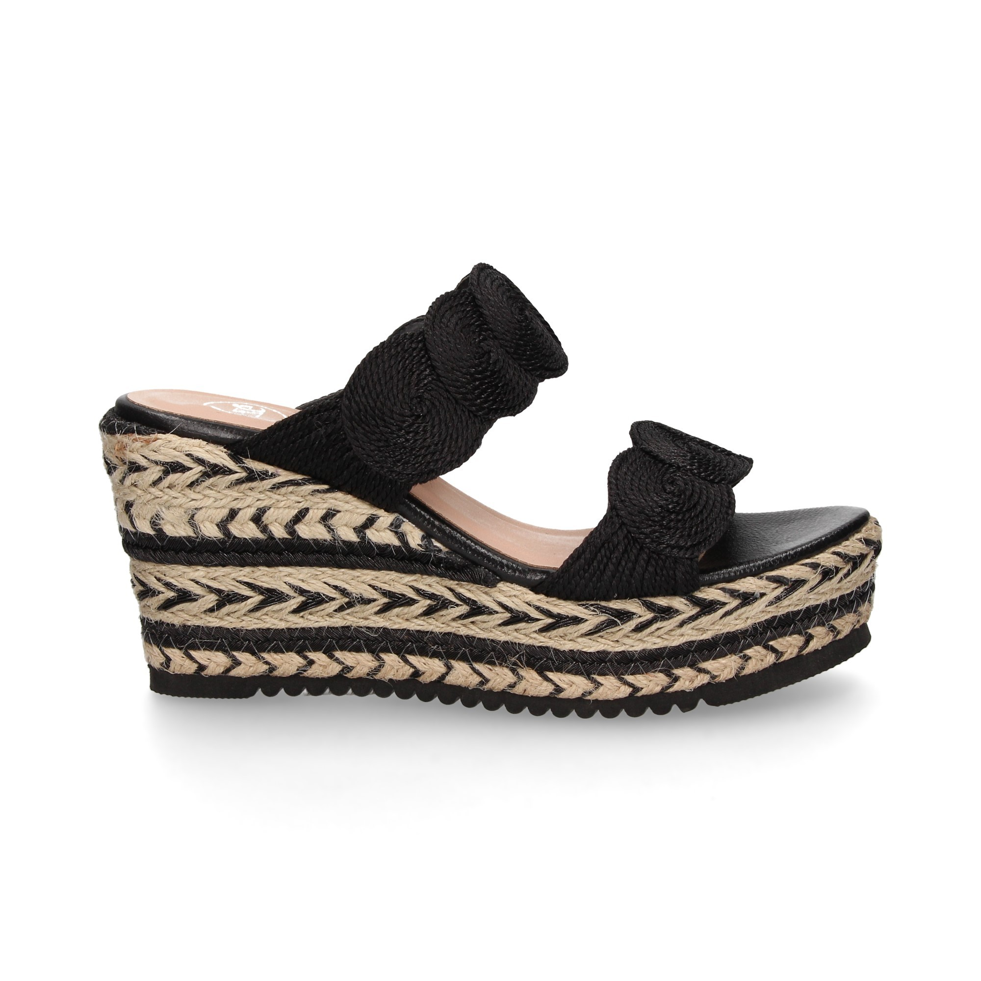 double-bladed-circles-black-wedge