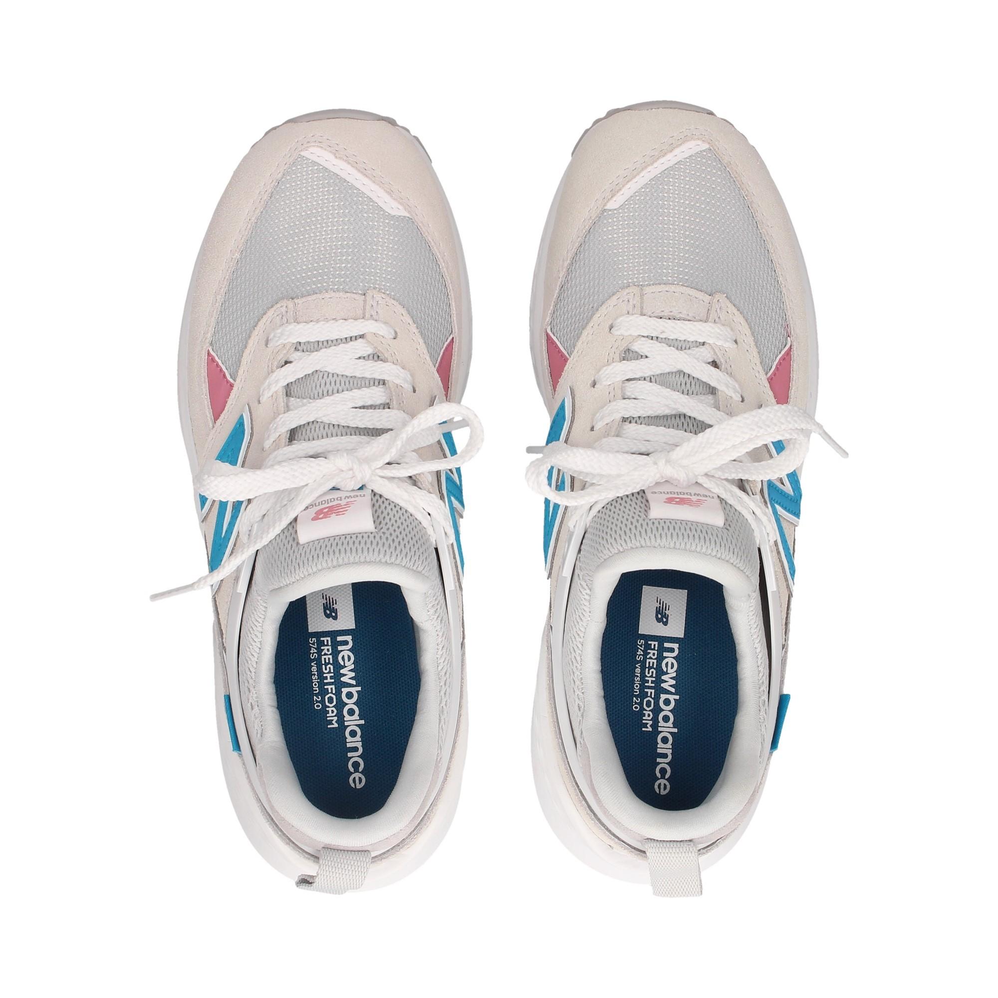deportivo-malla-gris-ante-blanco-azul