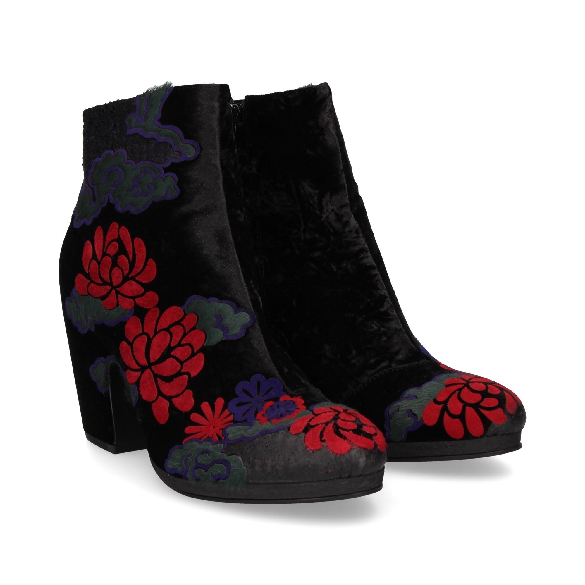 botin-flores-tercipelo-multi-negro