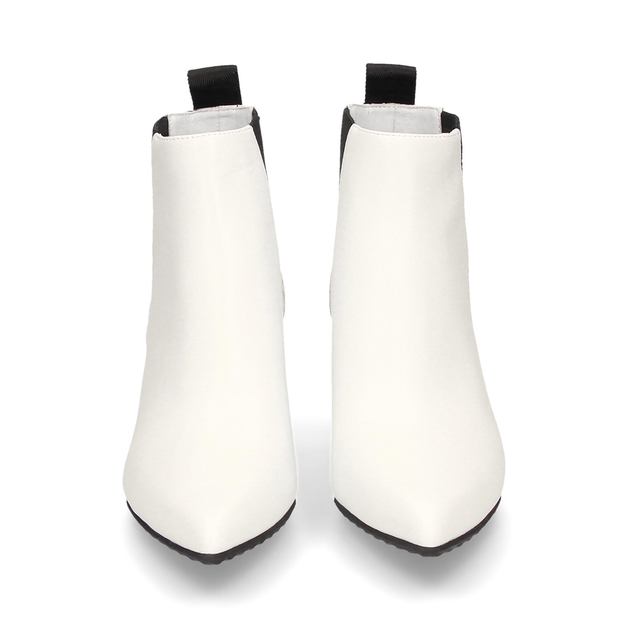 botin-elasticos-lados-piel-blanco
