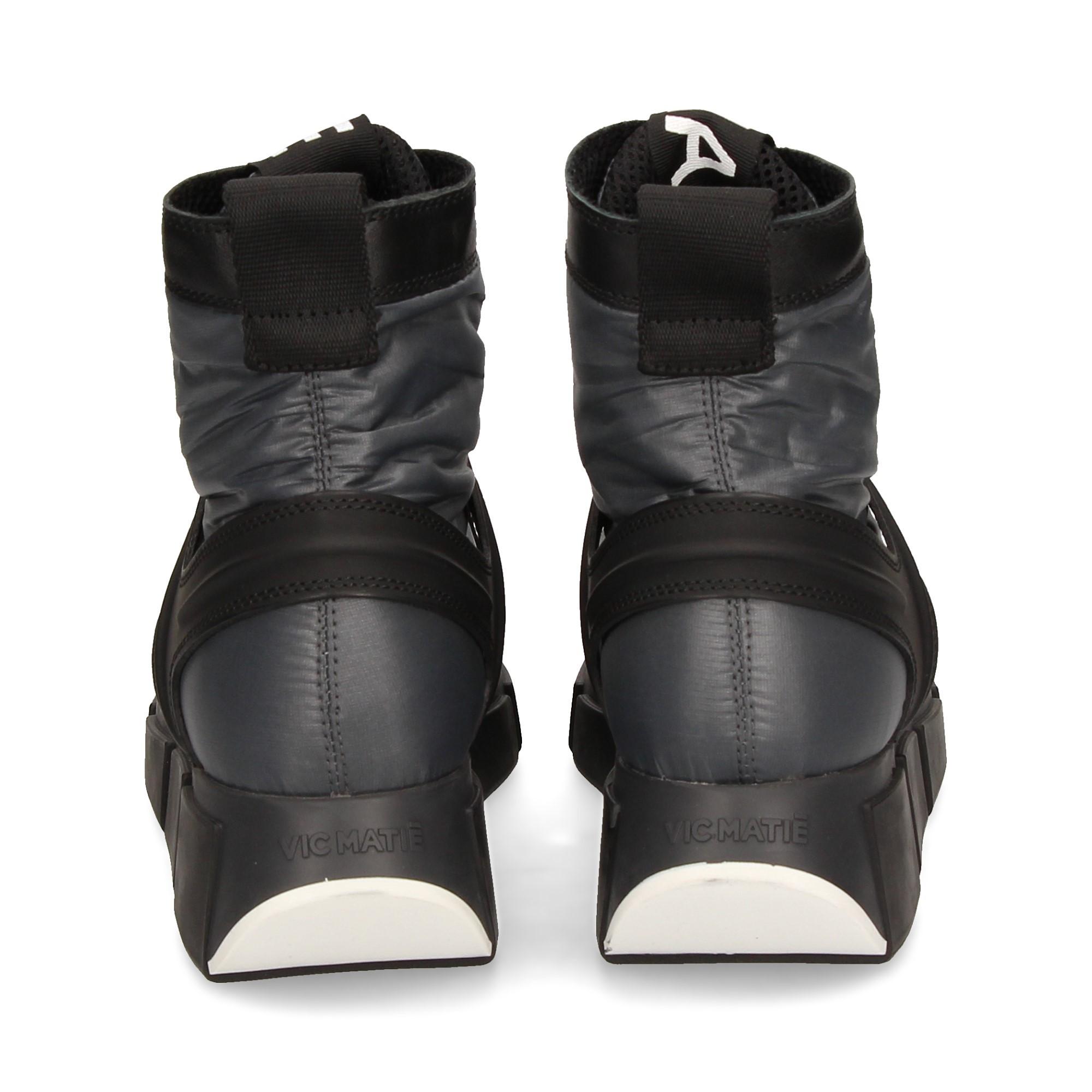 botin-deportivo-acordonado-negro
