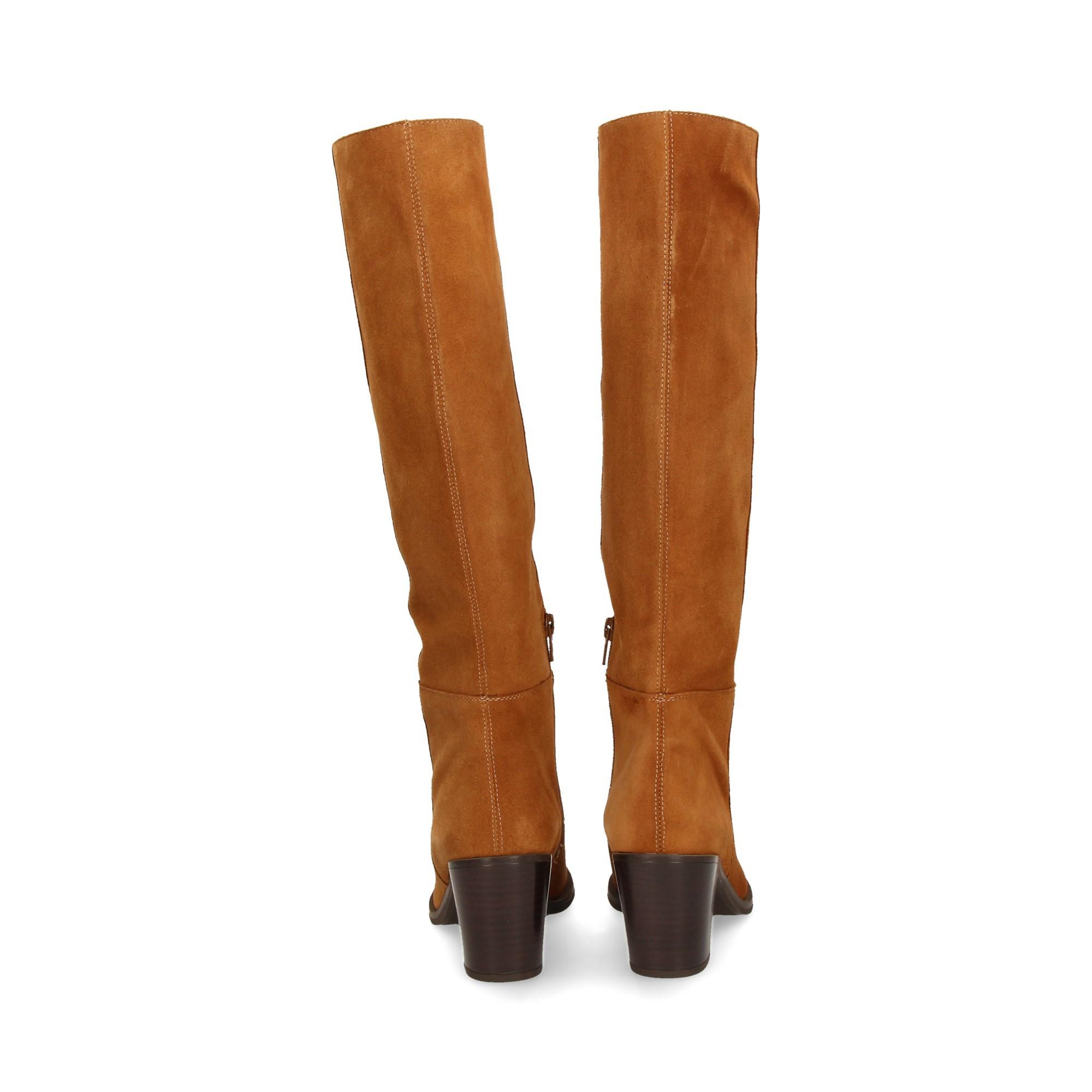 camurca-botas-de-couro