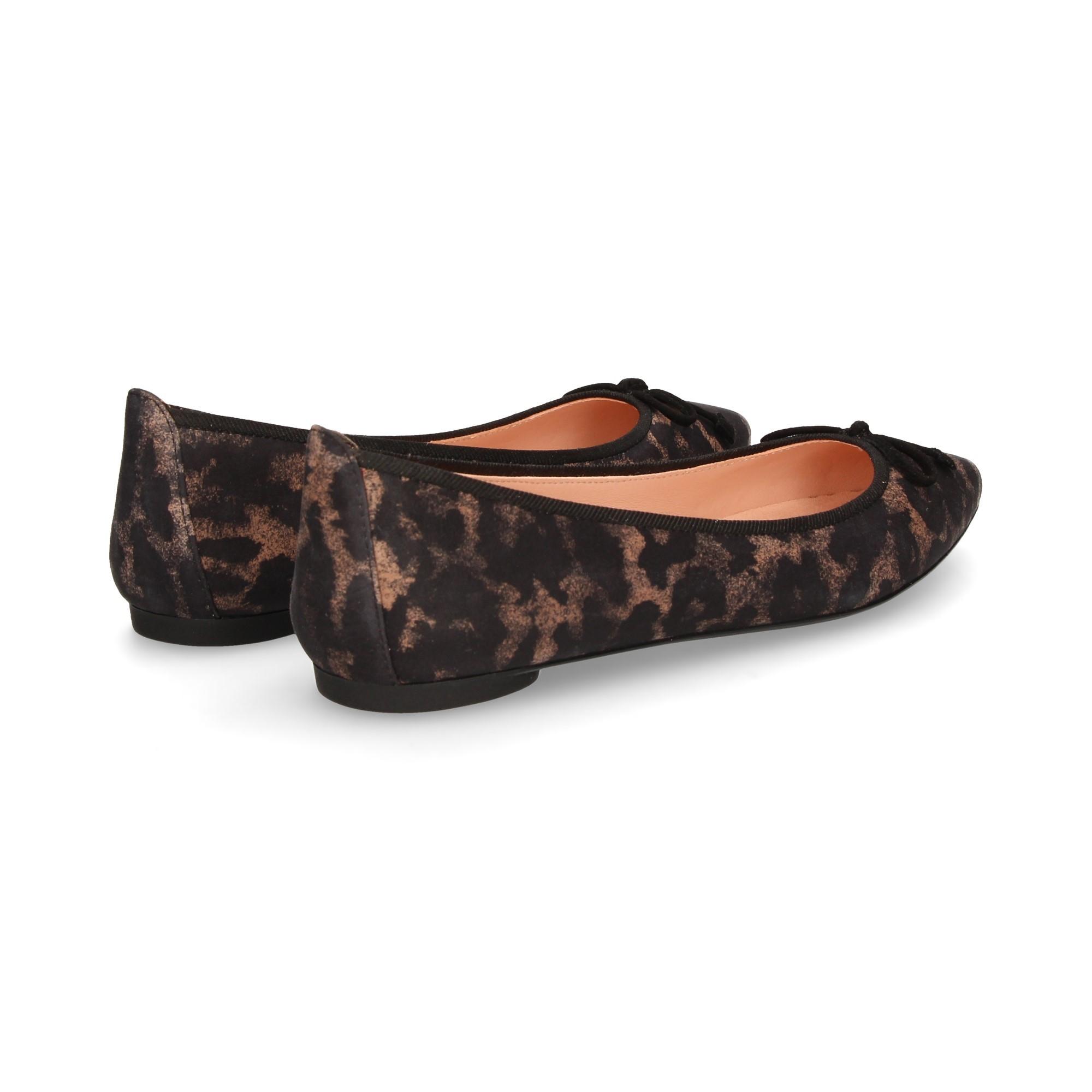 bailarina-punta-lazo-ante-leopardo